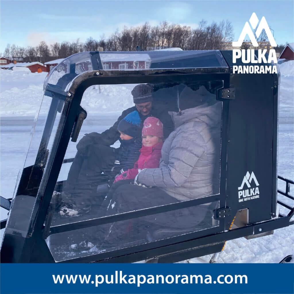 Pulkapanorama familj på tur